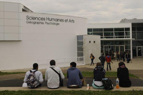 L'extérieur de la faculté de Sciences humaines de l'université de Poitiers, le 11 septembre 2015.