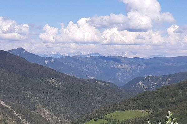 Vue sur le Vercors, dans le sud de la Drôme, juin 2019.