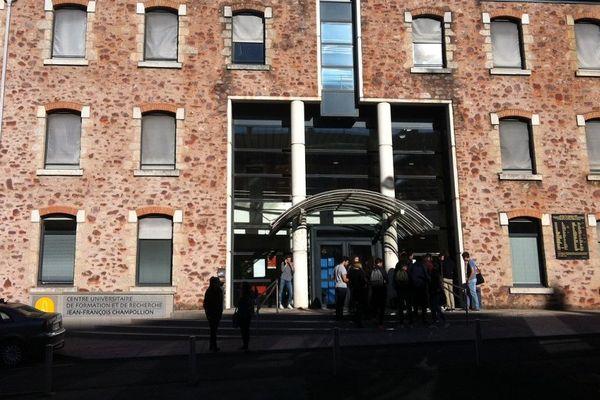 Les faits se sont déroulés devant l'université Champolion à Rodez