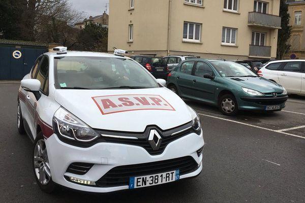 Cette voiture mise en service à Thionville  peut scanner 1500 plaques d'immatriculation par heure.