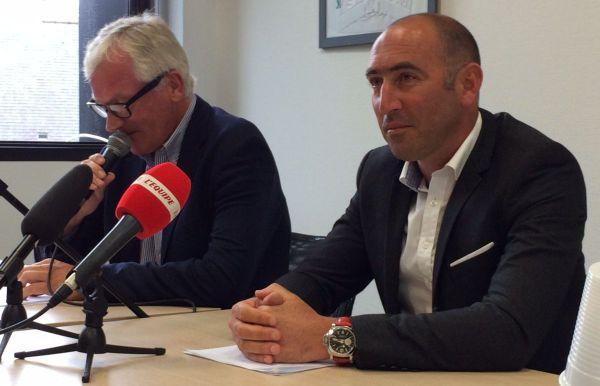 Jérome Pineau, manager général de l'équipe et Patrice Étienne (en second plan), PDG de Vital Concept lors de la présentation de l'équipe professionnelle de cyclisme