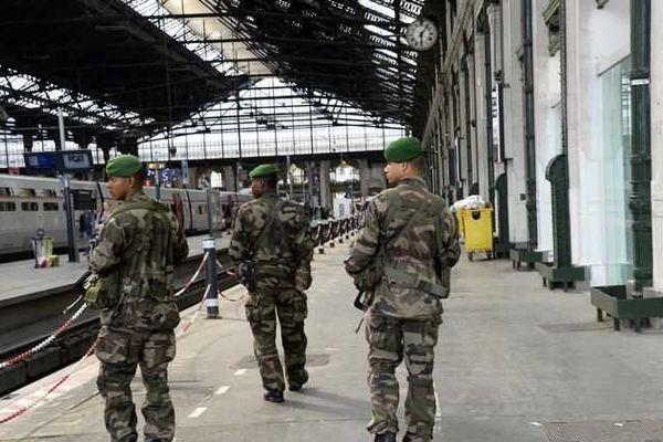 Une patrouille dans le cadre du plan vigipirate, à la Gare de Lyon, à Paris, le 16 juin.