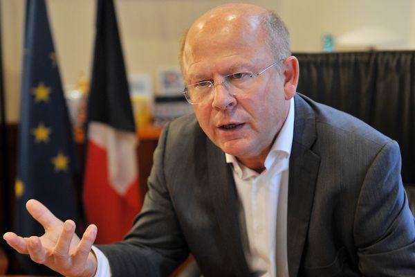 Jean-Pierre Gorges, maire de Chartes, a refusé l'installation d'une plateforme logistique sur son territoire.