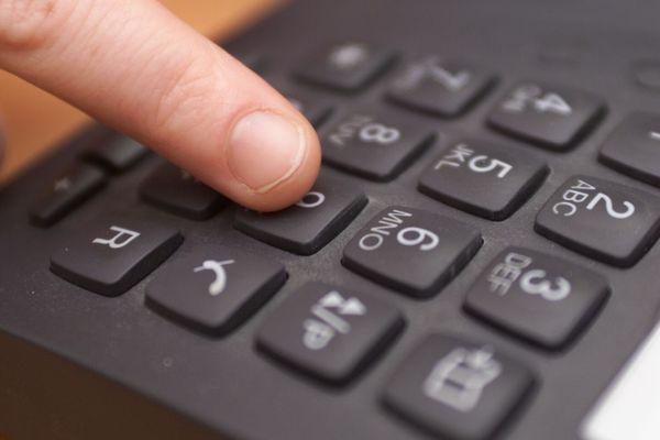 des salariés inquiets dans un centre d'appel