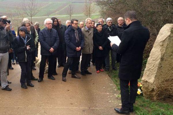 Vendredi 8 janvier 2016 une délégation de la fédération du parti socialiste a déposé une gerbe devant la stèle installée au pied de la Roche de Solutré, que François Mitterrand a gravi régulièrement chaque lundi de Pentecôte.