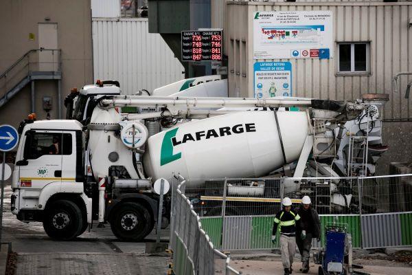 La cimenterie LafargeHolcim accusée de polluer la Seine