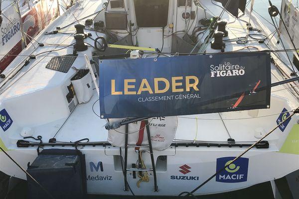 Le Figaro 3 du vainqueur de la Solitaire 2021, vide lui aussi. Son skipper Pierre Quiroga dort du sommeil du juste.