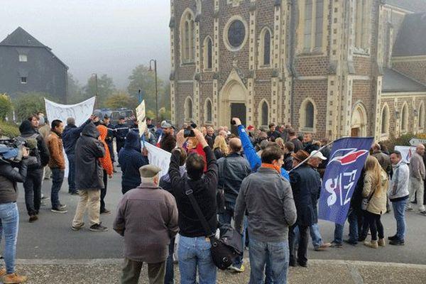 Pro et anti migrants manifestaient samedi 22 ves midi à la Chapelle-sur-Vire