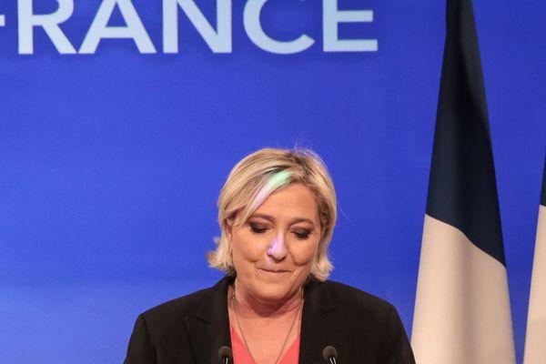 Marine Le Pen, battue à la présidentielle, mais majoritaire