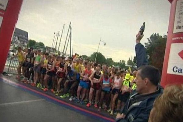 En 2013, 1200 participants étaient sur la ligne de départ du marathon de la liberté à Courseulles-sur-Mer