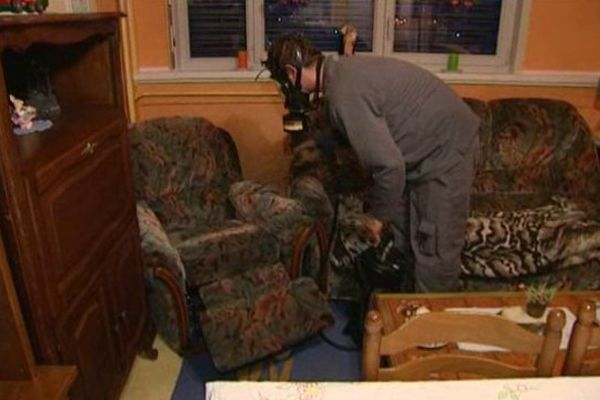 Un insecticide a été pulvérisé sur le mobilier et appliqué dans les moindres recoins des appartements