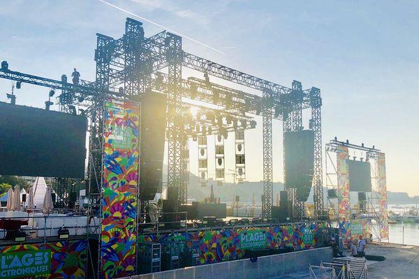 La scène principale des Plages électro 2019 prête a accueillir ses premiers DJ.