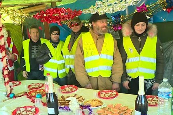 Les gilets jaunes de la Chapelle-Saint-Luc ont partagé leur Réveillon ensemble