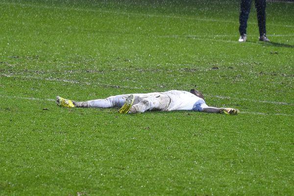 La rencontre du FC Chambly face au SM Caen a été marquée par le malaise du gardien caennais, Garissone Innoncent.