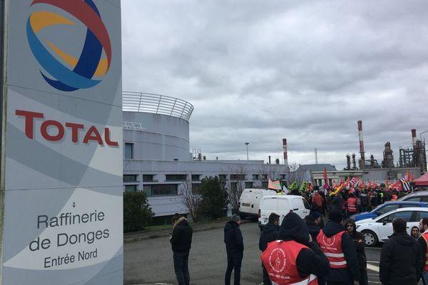déjà le le 2 janvier dernier les accès de la raffinerie Total à Donges en Loire-Atlantique étaient bloqués par des manifestants