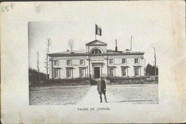 Le juge Magnaud devant le tribunal de Château-Thierry