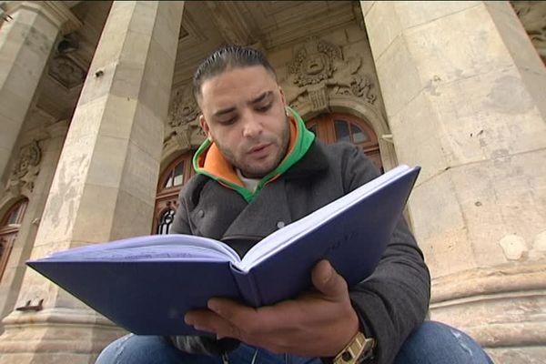 Ahmed écrit comme il respire. Ce Marocain habitant Saint Quentin depuis neuf ans, partage ses réflexions sur la mixité ou encore la différence, par la poésie orale