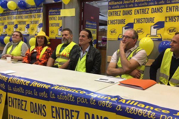"""La liste """"Alliance Jaune"""" conduite par Francis Lalanne appelle à la révolte par le vote."""