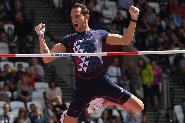 Reanaud Lavlillenie se qualifie pour la finale de la perche aux championnats du monde à Londres