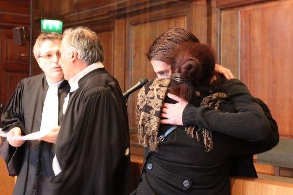 Après ses aveux plus détaillés,  Yacine Sid dans les bras de sa maman