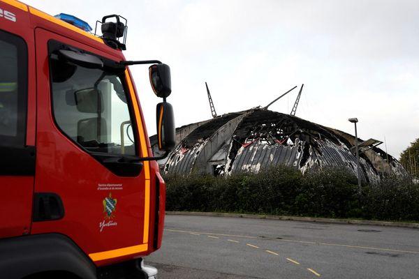 Ce chapiteau incendié en 2019 à Chanteloup-les-Vignes abritait une école de cirque et appartenait à la Compagnie des contraires.