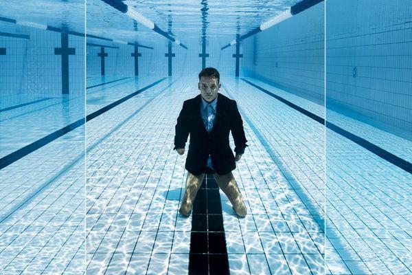 Théo Curin, nageur handisport qui s'entraîne à Vichy, dans l'Allier, vient de signer un partenariat digital avec une marque de cosmétiques.