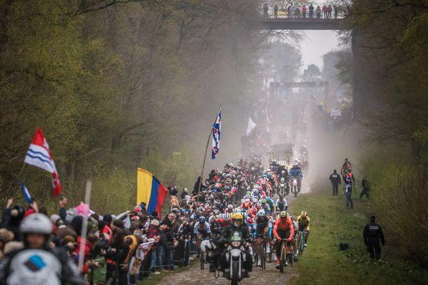 La mythique Trouée d'Arenberg lors de la dernière édition de Paris-Roubaix, en 2019.