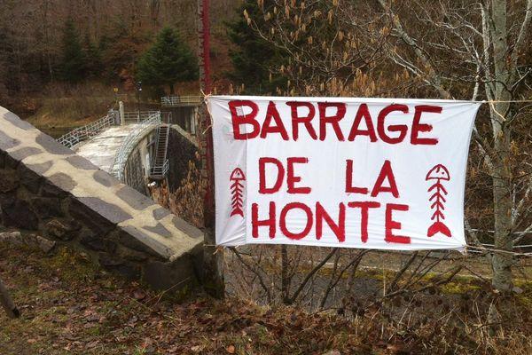 Le barrage de la Bourboule où le 13 février dernier, des milliers de tonnes de boue ont été déversées dans la Dordogne détruisant la faune et la flore.