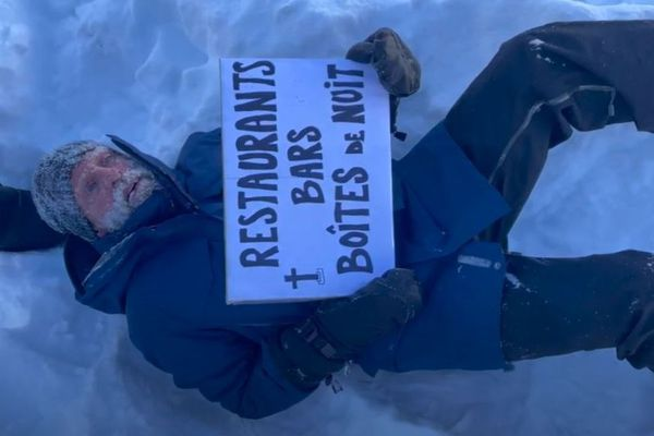 En faisant un parallèle avec les victimes d'avalanches, Ludovic Hertault a voulu représenter les autres victimes de la montagne en pleine crise sanitaire.