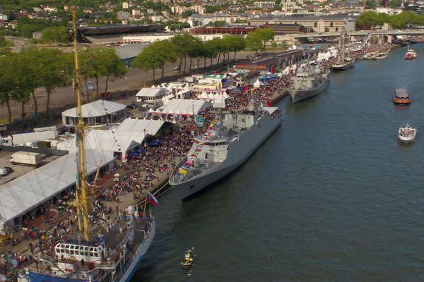 Navires amarrés, rive droite à Rouen