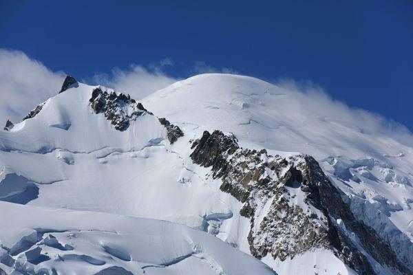 Le mont Maudit et, juste derrière, le sommet du mont Blanc le 29 juin 2016.