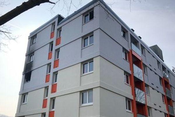 Les pompiers, en intervention pour éteindre un incendie déclaré dans un immeuble cherbourgeois, ont découvert trois corps sans vie.