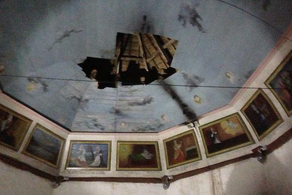 La charpente de la chapelle Guelhouit, près de Melrand (56), a été endommagée par un incendie criminel.