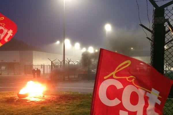 Les salariés de la centrale de Paluel protestent contre le gel de leurs salaires.
