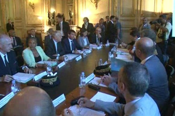 Jean-Marc Ayrault et ses ministres à la préfecture à Marseille