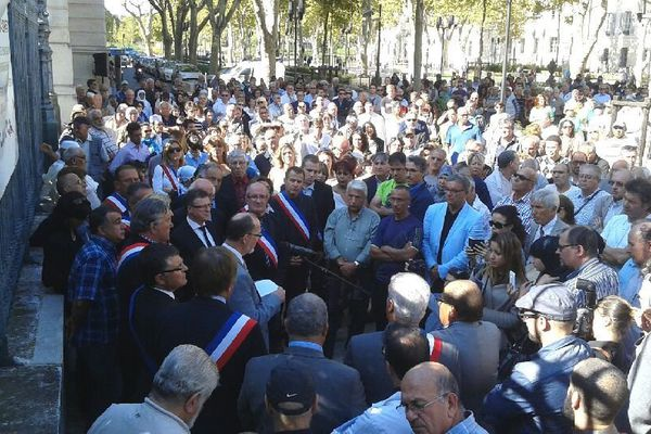 Le rassemblement en hommage à Hervé Gourdel devant la préfecture de Nîmes
