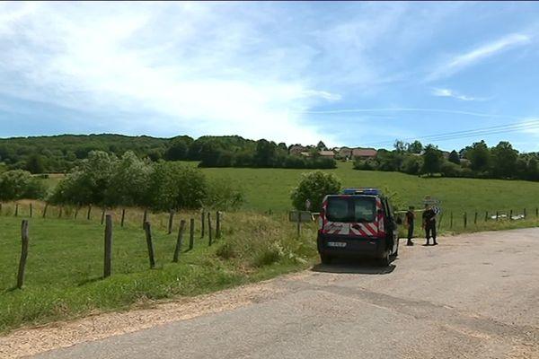 Les gendarmes sont arrivés lundi au matin à Villeparois, peu après le drame.