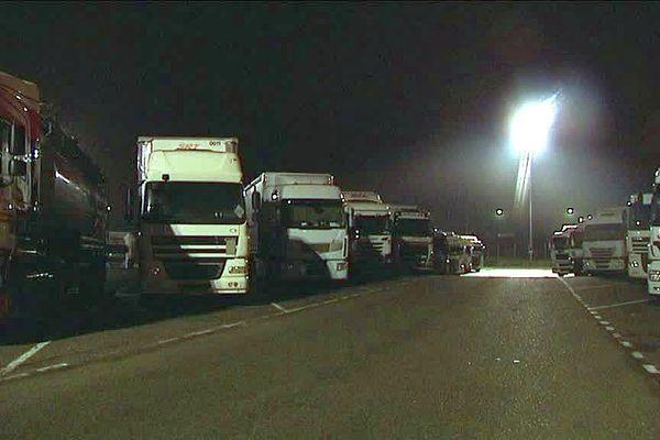 Les poids lourds naufragés de l'A10 au niveau d'Orléans Nord