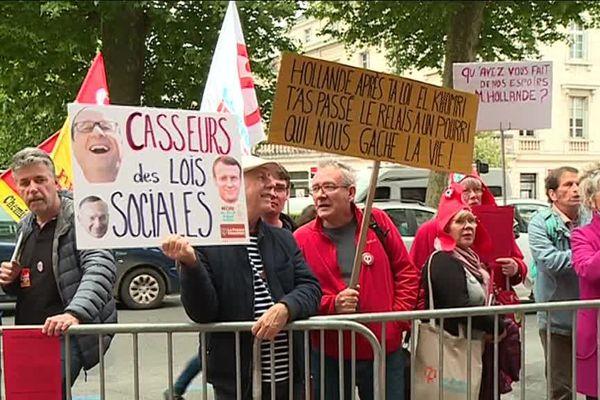 Une vingtaine de manifestants venus rappeler leur déception du quinquennat Hollande