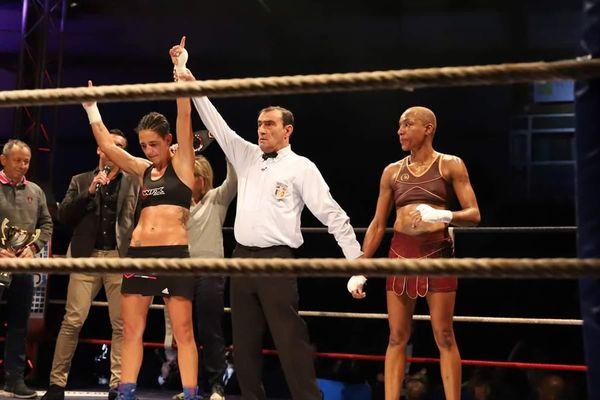 La Clermontoise Myriam Dellal a remporté samedi 17 novembre un nouveau titre de Championne de France de boxe à Hyères dans le Var.