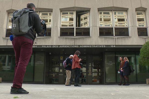 Des parents d'élèves et la FDSEA du Rhône ont déposé vendredi 26 février deux recours en référé devant le tribunal administratif contre la décision du maire de Lyon d'imposer des menus sans viande dans les cantines scolaires.