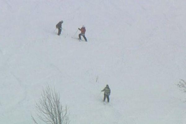Skieurs hors pistes dans les Pyrénées-Orientales - illustration