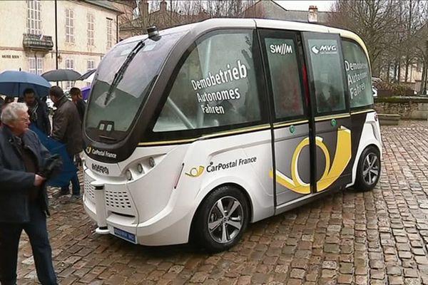 La ville d'Autun a expérimenté une navette électrique sans chauffeur dans les rues du centre-ville pendant l'été 2019. Mais, le test n'a pas été concluant.