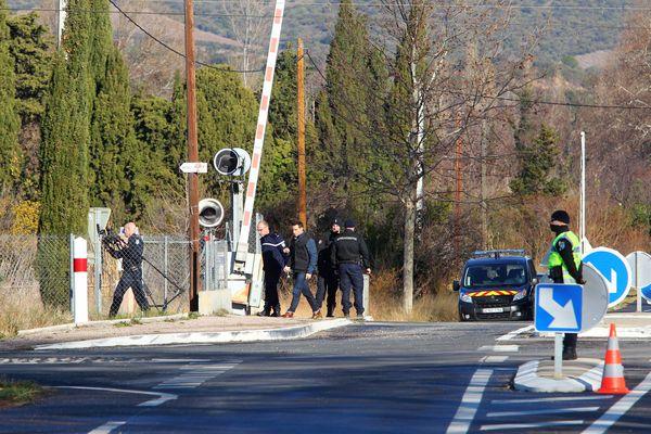 Millas (Pyrénées-Orientales) - le passage à niveau où un car scolaire, entré en collision avec un TER le 14 décembre 2017, a provoqué la mort de six collégiens.
