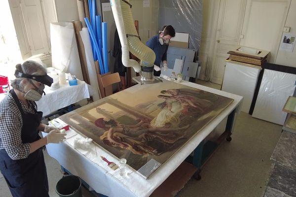 En l'absence des visiteurs, les équipes du Musée des Beaux Arts poursuivent la protection et la restauration des oeuvres.