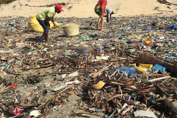 L'objectif de l'expédition : la lutte contre la pollution des déchets plastiques sur les rives du lac Victoria en Afrique