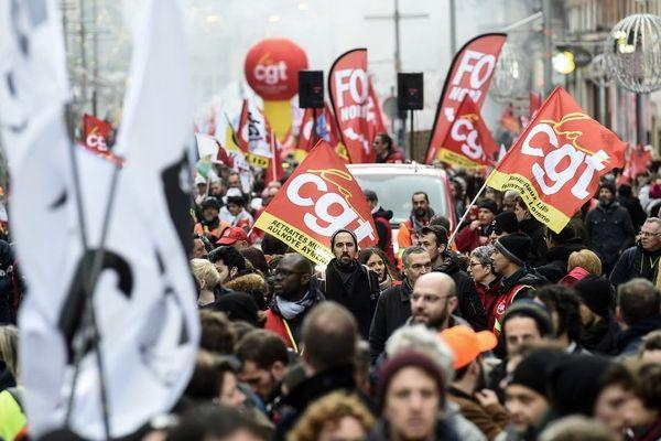 Le cortège lillois contre la réforme des retraites ce jeudi après-midi dans les rues de Lille.