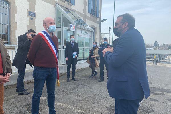 Joël Giraud (à droite) a commencé sa visite haut-viennoise par Ambazac