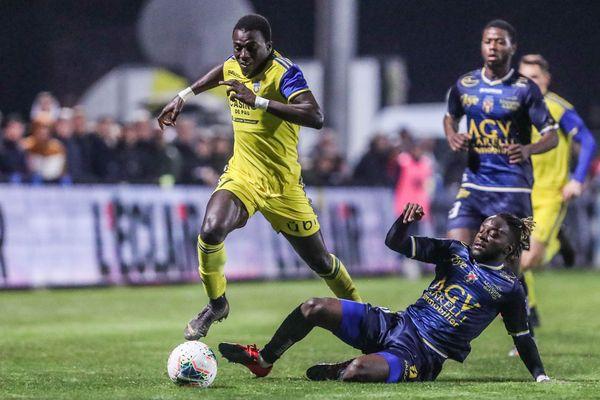 Lamine Gueye, ici contre Toulon le 14 février dernier au Nouste Camp, est avec 14 buts le 2ème meilleur buteur de National saison 19-20