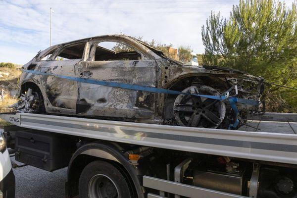 Les corps carbonisés de deux hommes ont été retrouvés dans une voiture incendiée dans le tunnel d'un chemin de service de l'autoroute A55 au Nord de Marseille.